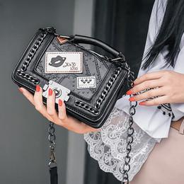 Bolso de diseño remache negro online-Bolsas de asa superior para mujer Bolsos para mujer 2019 Brand Designer Chains Crossbody Bag For Women Rivet Sac Mini Bags Black Pink Envío gratis