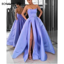 vestido preto revelador Desconto Lavanda Strapless Fora do ombro Longos vestidos de noite 2019 Sexy Slit side Simples vestido formal abiye robe de soiree