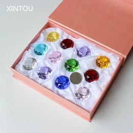 Adornos de mármol online-12pcs XINTOU / set 30 mm Cristal mármoles diamante pisapapeles Feng Shui Figuras miniatura de colección Gemas Adornos manualidades