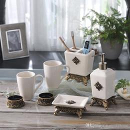 2019 ceramica simple Nuevo baño de lavado de artículos sanitarios de cerámica nórdicos 5 piezas de un cepillo de dientes simple enjuague bucal Copa de baño de gama alta Baño de alta gama rebajas ceramica simple