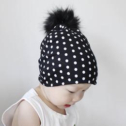 Cappello di volpe appena nato online-New Ins Bambini 15 cm Large Visone Fox Hairy Ball Hat Point Copricapo di cotone lavorato a maglia Newborn Spot Stampa Pelliccia Pompon Berretti Cappuccio Cappuccio