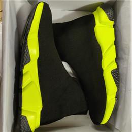 Botas casuales negras para los hombres online-2019 Zapatos de diseñador Entrenador de velocidad Negro Rojo Gypsophila Triple Negro Moda Botas de calcetines planos Hombres Mujeres Zapatos ocasionales Corredor con bolsa de polvo