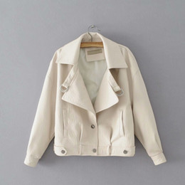 Кожа белая женская куртка онлайн-New Fashion Autumn Pockets White Coat Women Single Breasted Loose Jacket Casual Motorcycle PU Leather Outerwear