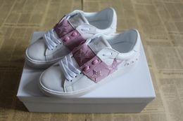 Vestito dalla scatola della stella online-Nuove scarpe da uomo di design con la migliore qualità di lusso aperto abito sneaker box rosa colore stella casual scarpe da corsa per uomo vendita taglia 38-49