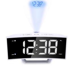 Radios de escritorio online-Espejo Radio FM Reloj Despertador LED Digital Mesa Electrónica Proyector Reloj Escritorio Nixie Proyección Reloj Alarma Con Proyección de Tiempo