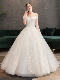 Vestido bordado noiva on-line-Vestido de noiva de tule com decote de ombro fora de 2020 em casamento vestidos de noiva de renda bordada vestido de noiva
