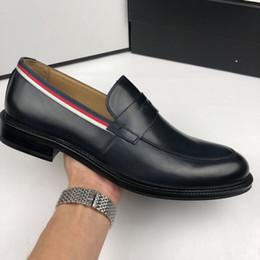 Vestito dalla scatola della stella online-Top Quality Star shape Style Scarpe da uomo per cut-out in vero cuoio scarpe da festa per uomo con scatola formato 38-46 2 colori