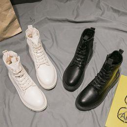 2020 botas universitarias Tobillo de las mujeres botas de Martin Colegio Femenino viento Encaje zapatos estilo británico Negro Enfriar botas cortas botas universitarias baratos
