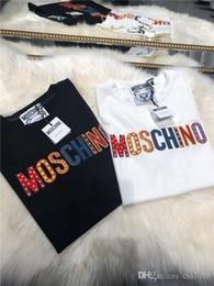 Hombres arco iris cortos online-19SS Nueva Camiseta Moschinos Camiseta Corta Manga Cewneck Hombres y Mujeres Transpirables Moda Arco Iris Logo Streetwear al aire libre camisetas