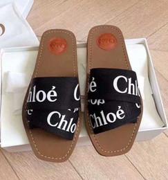2019 hombres de látex de cadena Las más nuevas mujeres de marca Woody Mules Fflat Slipper Deisgner Lady Lettering tela exterior de cuero suela de la diapositiva de la sandalia