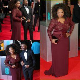 celebrità abiti bordeaux Sconti Oprah Winfrey Borgogna Maniche lunghe Abiti da sera sexy Scollo a V Fodera in pizzo trasparente Plus Size Celebrity Prom Abiti da red carpet