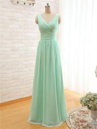 2020 Nueva menta verde largo de la gasa vestido de dama de cuello en V una línea barato plisado vestidos de dama de menos de 100 desde fabricantes