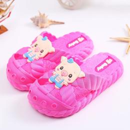 детские сандалии Скидка Children Slippers Boys Girls Beach Sandals Cute Pig Design Baby Shoes Summer Outdoor Toddler Girls Slippers PVC Soft Kids Shoes