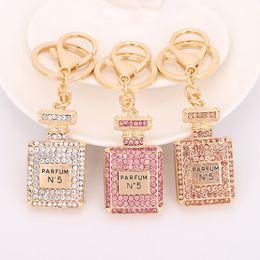 2019 pequenas lanternas de plástico Cristal Frasco de perfume Keychain Bag Car Bolsa Chaveiro pingente jóias anel Chaveiro Souvenir Atacado
