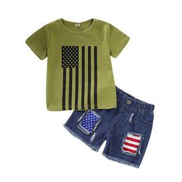 Cravatta denim online-Completo di jeans a righe per bambini Bandiera americana Independence National Day USA 4 luglio Star Stripe Cravatta verde Pantaloncini di jeans blu grattugiato Set due pezzi