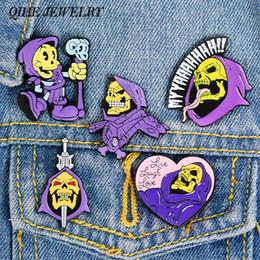 2019 broches lila QIHE JEWELRY MOTU Alfileres de esqueleto Señor de la destrucción Alfileres de esmalte Capucha morada humana 80S Referencia de dibujos animados infantiles