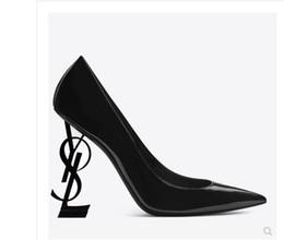 2019 sandália lisa de marca stiletto Marcas Mulheres Sandálias Chinelos Apartamentos Meninas Flip Flops studded Sapatos de Verão Fresco Praia Slides Geléia Sapatos 35-42 desconto sandália lisa de marca stiletto