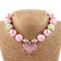 2019 lindo coração Rosa Doce Coração Chunky Colar Crianças meninas adorável bubblegum frisada jóias bebês menina moda acessórios 0601968 lindo coração barato