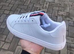 Donne di mocassini bianchi online-Mocassini da uomo di marca primavera donna casual designer uomo donna sneakers basse bianche nere taglia 36-44
