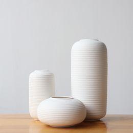 florero de cerámica blanca Rebajas Florero de cerámica blanco hilo jarrón de flor adornos decoraciones para el hogar accesorios de escritorio de porcelana artesanías estatuillas