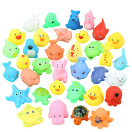 2019 suoni animali per i bambini Lovely Mini Animals Duck Water Toys Colorful Galleggiante in gomma morbida Squeeze Sound Squeaky Bath Toy For Baby Kids PPA386 sconti suoni animali per i bambini