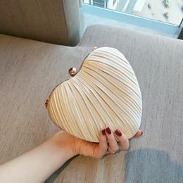 Sacs à main d'embrayage de marque blanche en Ligne-Nouveau sac à main de parfum de créateur Love White / Ivory Heart Day Clutch Pouch Purses Brand Marque Dinner Clutch Purse avec chaîne