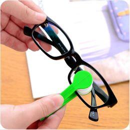 Tergicristalli per occhiali online-Occhiali portatili multifunzionali 2pc multicolori pulire gli occhiali occhiali di pulizia panno tergicristallo Pulisci strumenti di pulizia