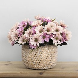 Fiori di seta artificiali di fiori online-Bouquet da sposa Silk Daisy Flower Artificial Flower Bouquet di fiori retrò europeo per la cerimonia nuziale Decorazioni per la casa 5 rami / bouquet