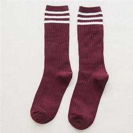 calze a maglia giapponese Sconti Stile giapponese autunno inverno Vintage Stripes modello Donne ragazze che lavorano a maglia calze tubo caldo calze femminili in cotone elastico ~