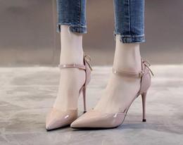 Elegante bowknot Sapatos de Salto Alto Mulheres Bombas de Seda Dedo Apontado Sapatos de Casamento Mulheres Fivela Alça de Cristal de Festa de Dança Sapato Mulheres Vestido Sapato de Dança n32 de