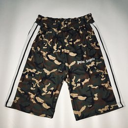 Hommes arc en ciel court en Ligne-Streetwear Palm Angels Shorts Hip Hop Mode Camouflage Palm Angels Shorts 19 S Hommes Femmes Camo Rainbow Rayé Palm Angels Court
