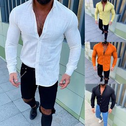 Бель и пуговицы онлайн-Новый стиль Горячей продажи Мужского Новый Slub длинных рукава кнопочного отворот Топ Модная Комфортных льняной рубашка высокого качество Comfortabe