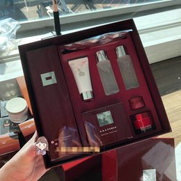 Creme gesichts-kit online-K-Schönheit 8pcs Set Makeup Box Gesichtsbehandlung Essence 230ml R.N.A. Powder Face Cream 80g ... 8in1 Japan Marke Kosmetik Geschenk Kit