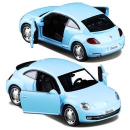 1:36 Alloy Diecast Metal Modelo de Carro Para O Novo Modelo de Coleção Volkswagen Beetle Pull Back Car Toys - Vermelho / Azul céu de