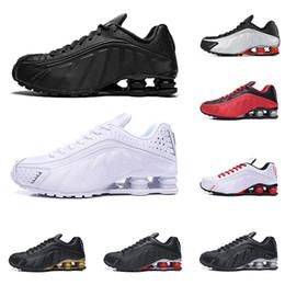 cheap for discount a2e64 07c48 Vente chaude nike Shox R4 hommes femmes chaussures de course top qualité OG  triple noir blanc RACER BLEU COMET ROUGE baskets mode sport baskets r4 ...