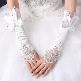 Luva curta de cetim on-line-Venda quente luvas brancas sem dedos de noiva curto Elbow Length strass cetim nupcial Luvas do casamento noiva luva elegante baratos frete grátis