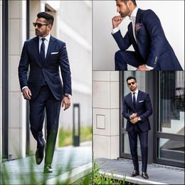 traje oscuro marino corbata Rebajas Decent Dark Navy Tuxedos de boda Formal para hombre trajes Trajes de solapa con muesca Ajuste Fit Custom Made Tuxedos (chaqueta + pantalones + corbata)