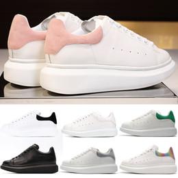 2019 scarpe sportive in vero cuoio alexander mcqueens Scarpe da donna di marca PINK Triples Bianco Scarpe da uomo ALL ALL Black Casual Scarpe da ginnastica di design da tennis in pelle di lusso Low Low Cut scarpe sportive in vero cuoio economici