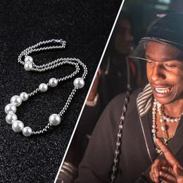 weiße perlenhalskette entwirft gold Rabatt Neue Art und Weise der Männer Perlenkette Hip Hop Edelstahl Kugel Perlen Halskette Schmuck Claviclekettenhalskette