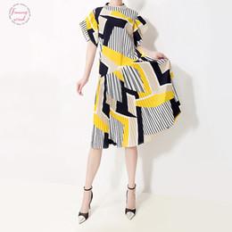 Vestidos coreanos bonitos do partido verão on-line-Novo 2019 coreano Mulheres Verão Vestido de Verão Amarelo Listrado Impresso fêmea bonito 5013 Casual Club Party Dresses Robe Femme Midi