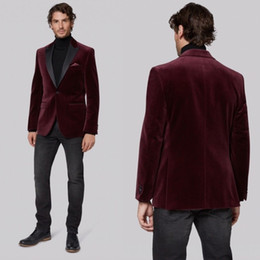 Jaqueta de smoking de veludo on-line-Borgonha Veludo Brasão Mens Ternos Blazer Jacket Preto Notch Lapela Do Noivo Casamento Smoking Adaptado Custom Made One Piece Jacket