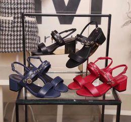 Catene a catena online-19ss C con box sandali donna vera pelle pelle catena tacchi alti sandalo 35-401Rivet pantofole trasparenti sandali con scivolo infradito 3 colori