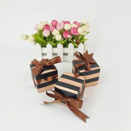 Rose Gold Black Stripes Pralinenschachtel Platz Karton Verpackung Box mit Seidenband Hochzeit Gefälligkeiten Geschenk Box Supplies von Fabrikanten