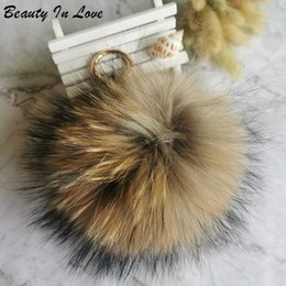mini ferramenta por atacado chaveiros Desconto Mulheres Fluffy 15 centímetros cadeia real Raccoon Fur Bola Keychain Fur Pompom Key Chaveiro encanto do saco Pingente Car Acessórios