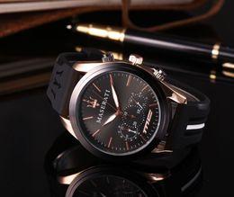 Venta al por mayor para hombre Reloj de moda maserati Relojes deportivos Correa de goma Diseñador Movimiento de cuarzo Venta barata Regalo Reloj Reloj Montre Homme desde fabricantes