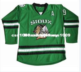 Günstige Jonathan Toews Jersey 9 North Dakota Kampf Sioux College Sewn Hockey Jersey Passen Sie jede Name-Nr. HERREN JUGENDLICHE Trikots an von Fabrikanten