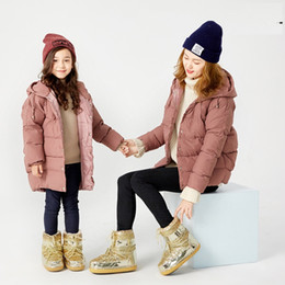 zapatos de suela gruesa de invierno Rebajas botas de diseñador estilos para padres e hijos nieve izquierda y derecha botas espaciales impermeables lentejuelas de suela gruesa zapatillas de esquí Brilla invierno