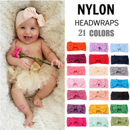2019 tecidos de penas 21 cores artesanais boutique headband de nylon com arco de tecido para o bebê meninas cabelo acessórios para o cabelo flores cabeça banda atacado tecidos de penas barato