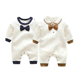 Pajarita para bebe online-Venta al por menor recién nacido bebé algodón Gentleman Bow Tie mamelucos mono de manga larga monos de una pieza toddle infantil niños ropa de diseñador