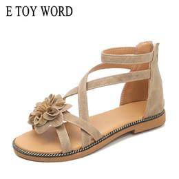 E TOY WORD Sandalias de flores para mujer verano 2019 nuevos zapatos planos para mujer Correa con hebilla de cruz coreana sandalias de punta abierta para mujer estilo romano desde fabricantes